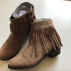NWT Fringe Vegan Suede Booties - sz 7 Taupe